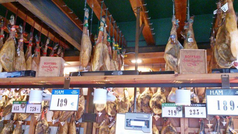 Ibericus, winkel met heerlijke ham van het Iberische zwartpoot varken ofwel de Pata Negra